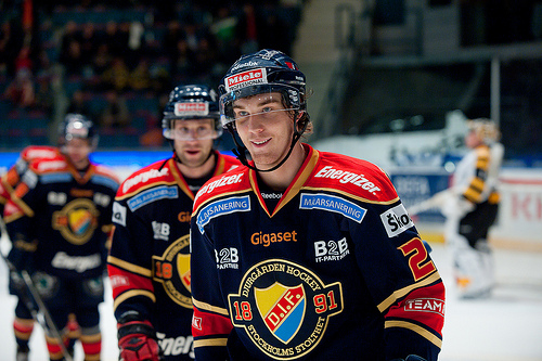 Tellqvist skrattar i vantan pa kanada