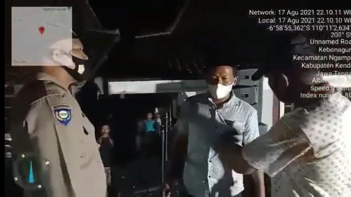 VIRAL! Kades di Kendal Ini Malah Nantang Saat Acara Pentas Musik Dibubarkan Polisi