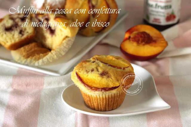 muffin_alla_pesca_con_confettura_di_melagrana_aloe_e_ibisco