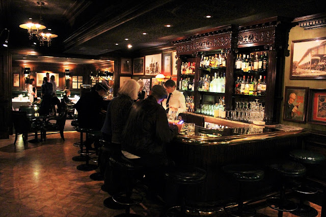 The Scarlet Huntington hotel bar, San Francisco - California travel blog