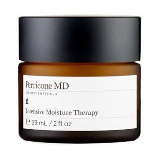 Perricone MD : Perricone MD, ABD'li uzman Dr. Nicholas Perricone tarafından kurulan, 15 yılı geçen çalışmalarına günümüzde de devam eden bir markadır. Kırışıklıklar ve yaşlanma etkilerine karşı savaşmaya yardımcı olan Dr. Perricone, yaşlanma etkilerini kontrol altına almanın mümkün olabileceğini söylemektedir. Tasarlanan ürünler, daha genç ve dinç bir cilt için çalışmaktadır. Perricone MD High Potency Evening Repair, güneş lekeleri, kırışıklık ve gözenek sorunlarını gidermeye yardımcı gece serumudur. Gece cilt metabolizması hızlıdır, cildin yenilenmesi ve onarımları daha kolaydır. Bu yüzden gece ürünleri cilt tarafından daha kolay emilir, alt tabakalara ulaşması daha kolaydır. Perricone MD Lip Plumper, dudaklara bakım için tasarlanmış bir üründür. Dudakların çatlamasını ve kurumasını önlemeye, daha bakımlı ve yumuşak dudaklara sahip olmanız için yardımcıdır. Ayrıca daha dolgun görünümlü dudaklara sahip olmanız için yardım eder. Dudak kenarlarındaki ince çizgilere de bakım sağlamaya ve esneklik vermeye yardımcı olan ürün ile daha güzel ve çarpıcı dudaklara sahip olabilirsiniz. Perricone MD Firming Facial Toner, Yağlı ve gözenek sorunu yaşayan ciltlere bakım sağlamaya yardımcıdır. Gözenekleri sıkılaştırmaya, cilde eşitlenmiş cilt tonu kazandırmaya ve ölü hücrelerin giderilerek gözeneklerin açılmasını sağlamaya yardım eder. Cilde daha düzgün ve matlaşmış bir görünüm vermeye yardımcıdır. Perricone MD Advanced Eye Area Therapy, göz çevresinde oluşan kusurları gidermeye yardımcı olmak için geliştirilmiş serumdur. Göz çevresi sorunları morluklar, halkalar, şişlikler, çizgiler ve kırışıklıklara gidermede yardımcıdır. Perricone MD Advanced Face Firming Activator, sıkılaştırıcı bakım serumu. Çizgi ve kırışıklıkları gidermede, ton farklılıklarını kapatmada ve gözenekleri sıkılaştırmada yardımcıdır. Özellikle alın, kaş ortası ve dudak kenarlarındaki kusurlarda yardımcı olur. Ayrıca cildi nemlendirmeye yardım eder. Perricone MD Citrus Facial Wash, tüm cilt tiplerine temizlik sağ