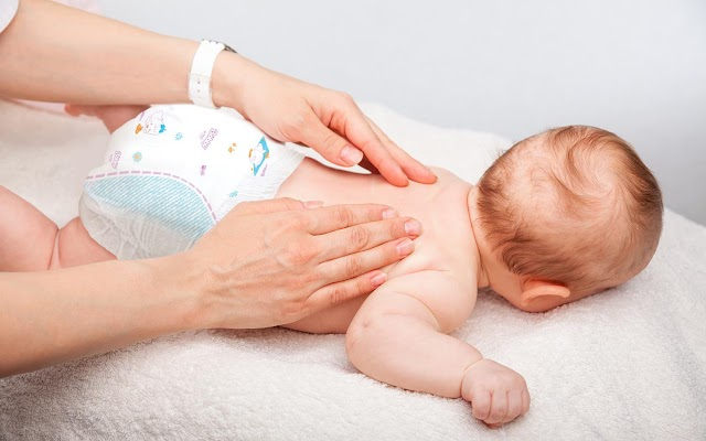 Chia sẻ kinh nghiệm giúp bé sơ sinh khỏi nôn trớ các Mẹ nên biết