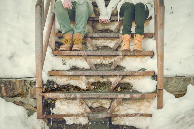 escaleras de madera nieve