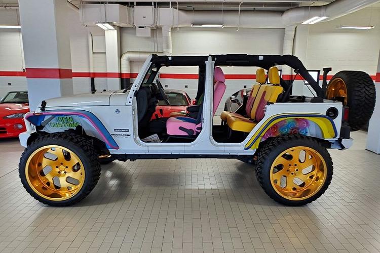 Dân chơi chi 2 tỷ đồng độ Jeep Wrangler màu mè nhất thế giới