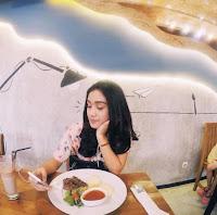 Foto Zulfa Maharani Putri Sedang Makan
