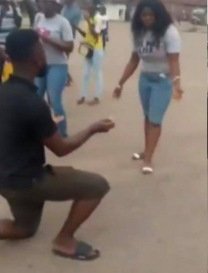 [VIDEO] Nigerian guy beats girlfriend because she turned down his proposal in public