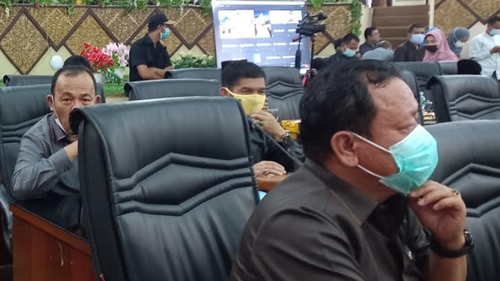 Rapat Paripurna Dipimpin Amril Amin, Wako Hendri Septa Sampaikan 3 Ranperda Usulan Pemko ke DPRD Kota Padang