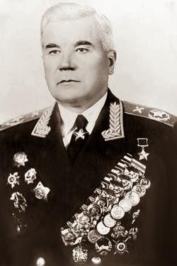 Una foto del maresciallo Nedelin con le sue medaglie, primo comandante in capo delle Forze missilistiche strategiche dell'URSS.