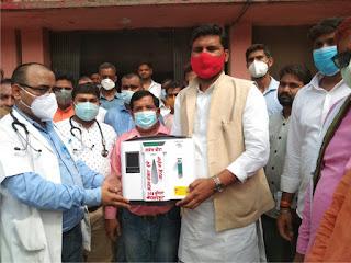 कांग्रेस नेता अजय शंकर ने सुजानगंज सीएचसी को दिया आक्सीजन कंसंट्रेटर मशीन | #NayaSaberaNetwork