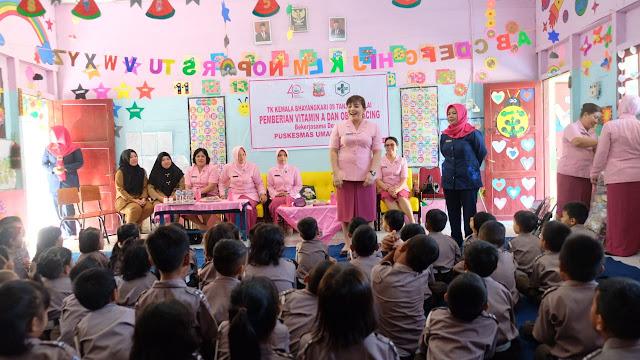 Ketua Bhayangkari Cabang Tanjung Balai, Peduli dan Memberi Vitamin kepada Murid Tk Kemala Bhayangkari