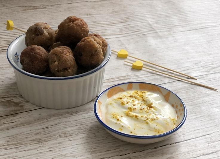 Albóndigas de cordero y berenjena con salsa de yogur