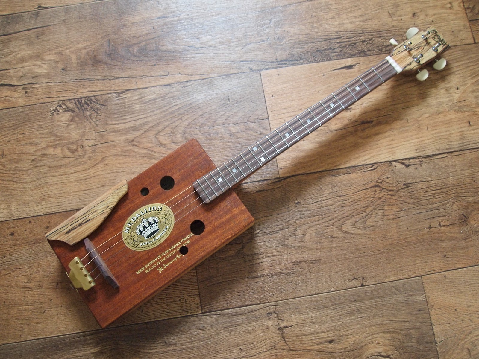 shonky two latest cigar boxes a tenor guitar and a 2 string fretless cigarbox guitar with a. Black Bedroom Furniture Sets. Home Design Ideas