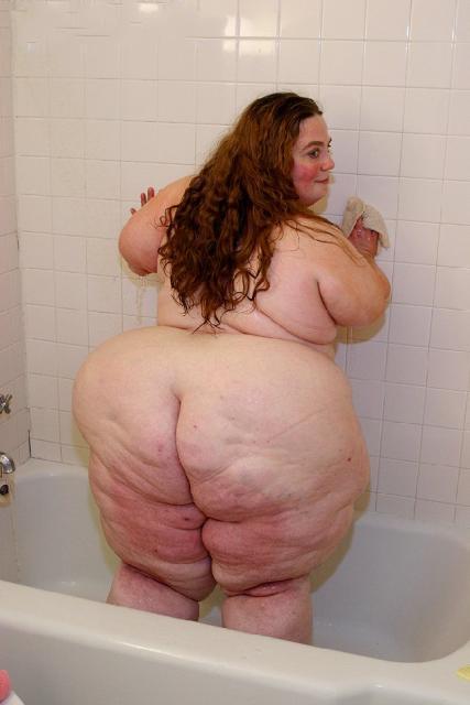 Emo girl bathroom blowjob