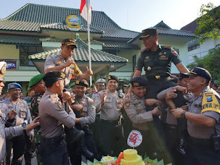 Puluhan Personil Polres Lumajang Lurug Kantor Kodim 0821 dan Batalyon 527