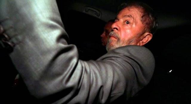 Ao Vivo! Lula finalmente se entrega à Polícia Federal para ser preso