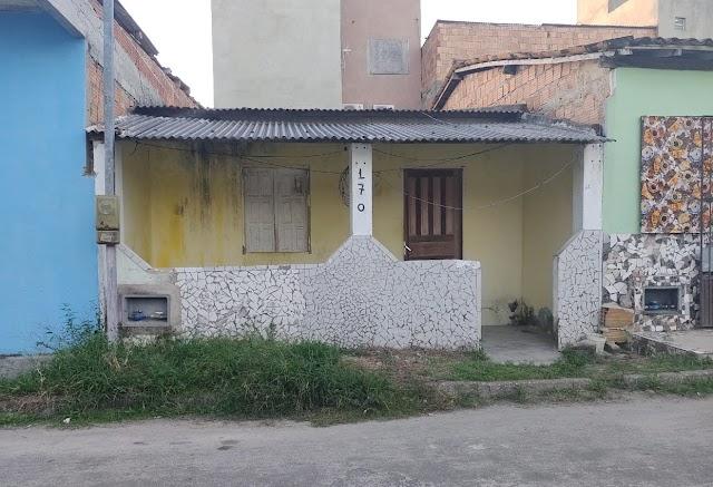 Vende-se uma casa Simples no bairro Areal no Baianão