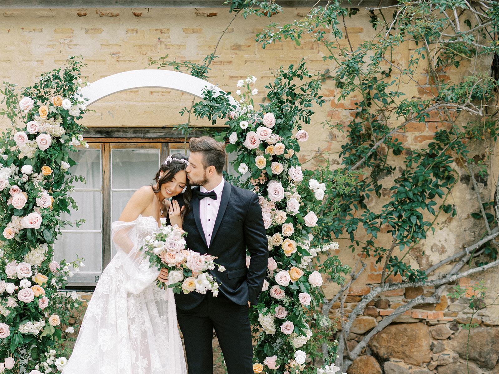 photography by lauren olivia at deaux belettes byron bay bridal wedding gowns dresses florals venue cake
