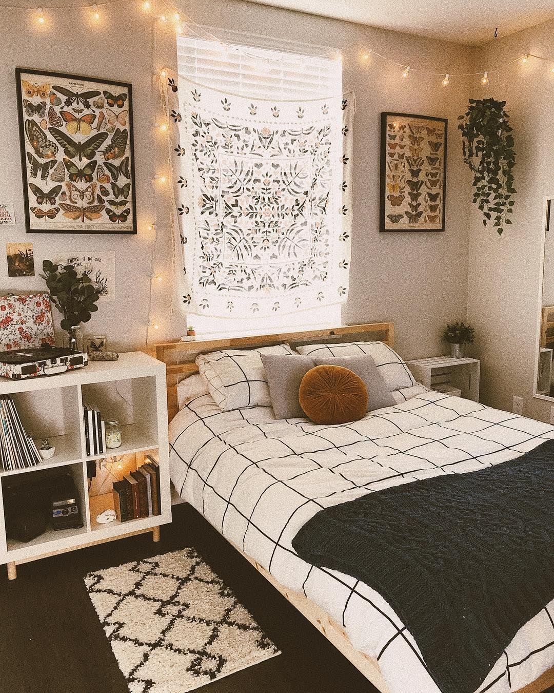DIY Cozy Small Bedroom Decorating Ideas on budget