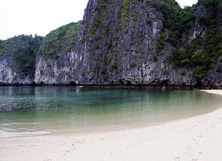 7 Beautiful Beachs in Halong Bay 6