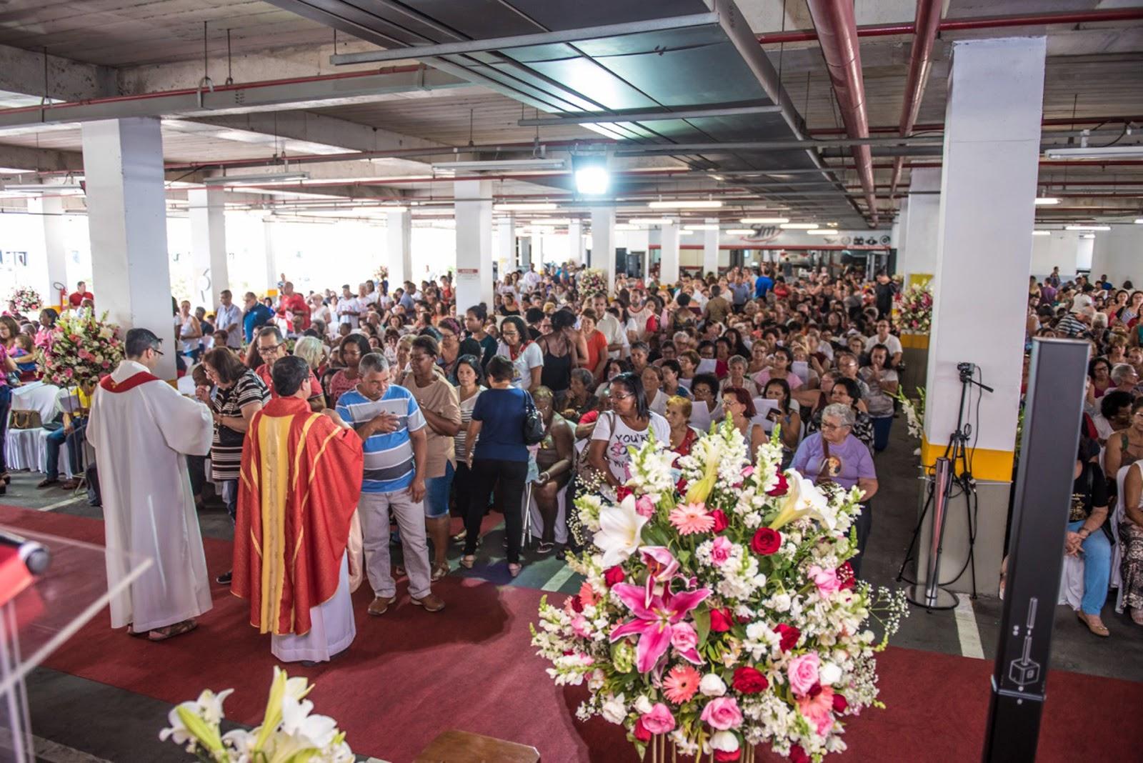 24e378ad9e A cerimônia é realizada no empreendimento há mais de 20 anos e já uma  tradição na Baixada Fluminense, por conta do grande número de fiéis na  região. Em ...