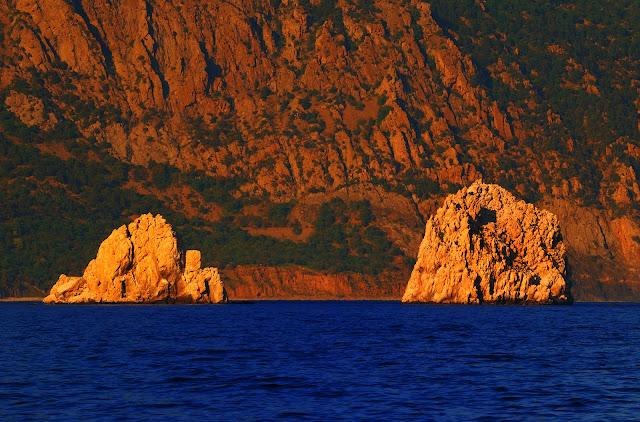 Адалары скалы на закате. Крым