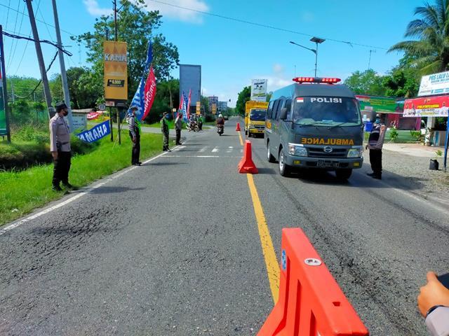 Diperbatasan Simalungun-Pematang Siantar Personel Jajaran Kodim 0207/Simalungun Laksanakan Ops PPKM Level lll
