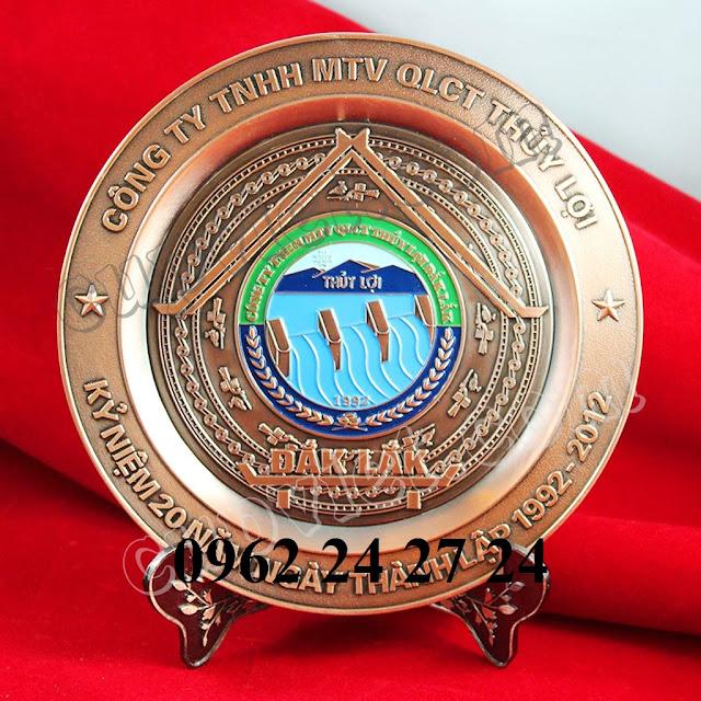 nơi đúc đĩa theo yêu cầu, nhận trạm khắc nội dung lên đĩa đồng - 260094