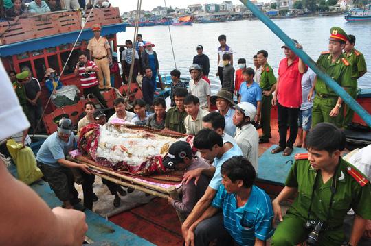 Một ngư dân tử nạn khi đánh bắt hải sản trên vùng biển Quảng Ngãi