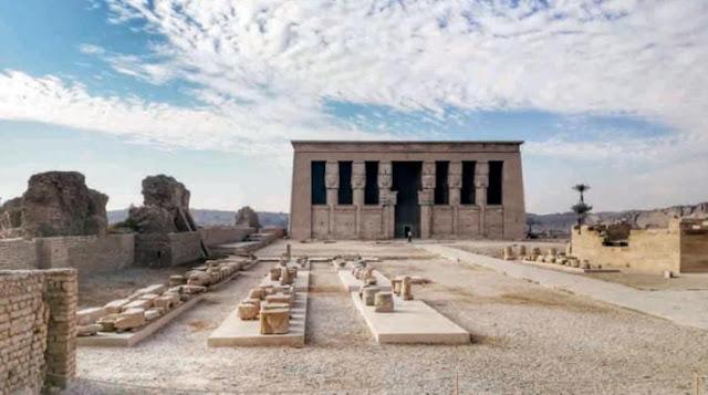 معبد دندرة ذات النقوش و الزخارف التي تخص الإله