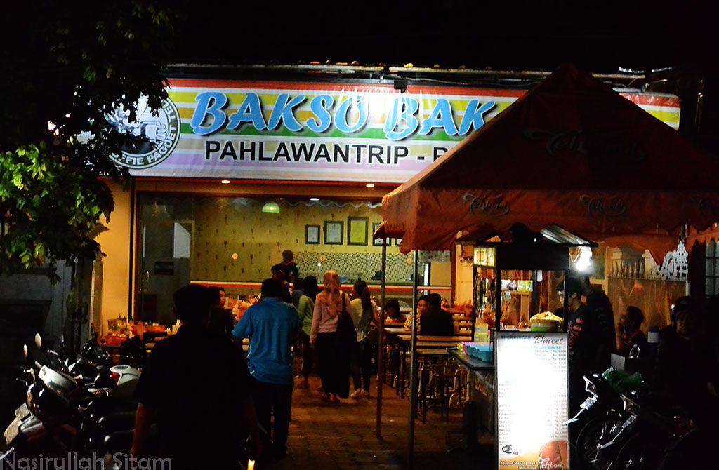 Sampai di Bakso Bakar Pahlawan Trip, Malang