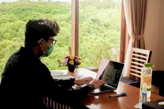 pemerintah berencana akan mewajibkan 25% Aparatur Sipil Negara (ASN) untuk bekerja di Bali di 7 kementerian atau lembaga di bawah Kementerian bidang Kemaritiman dan Investasi. Untuk mendorong pemulihan ekonomi pasca pandemi Covid-19.