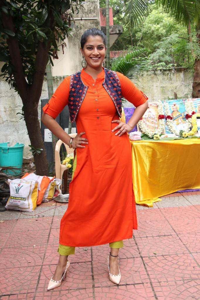 Varalaxmi Sarathkumar Photos At Mr Chandramouli Movie Pooja