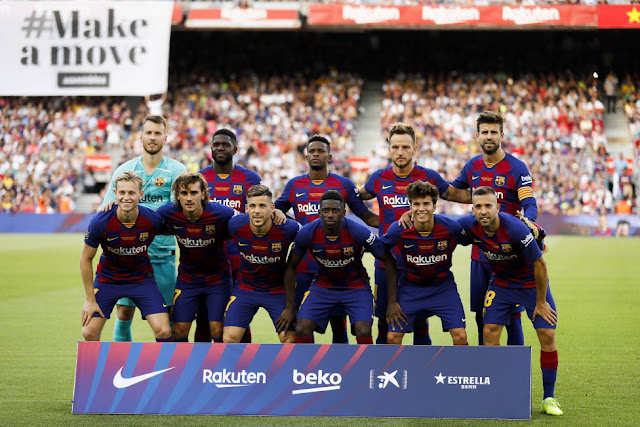 F. C. BARCELONA. Temporada 2019-20. Neto, Umtiti, Nelson Semedo, Rakitic y Piqué; Frenkie De Jong, Griezmann, Carles Pérez, Ousmane Dembelé, Riqui Puig y Jordi Alba. F. C. BARCELONA 2 (Maitland-Nils p.p., Luis Suárez) ARSENAL F. C. 1 (Aubameyang). 04/08/2019. Trofeo Joan Gamper. Barcelona, Nou Camp.