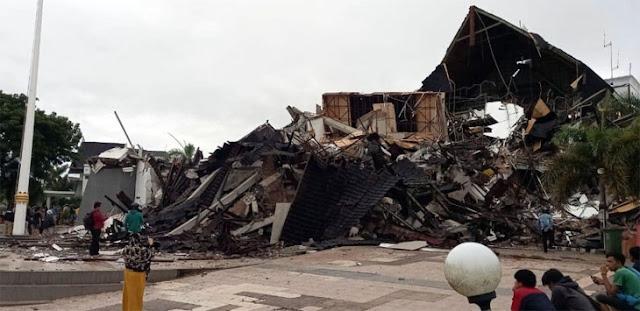 Gempa Sulawesi Barat, Kantor Gubernur Ambruk, 3 Meninggal Ribuan Mengungsi