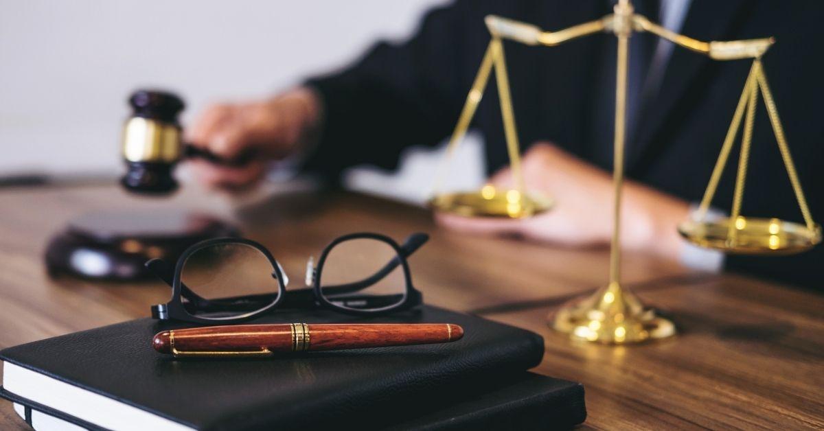 مهنة المستشار القانوني
