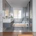 Banheiro aberto por porta de correr revestido com mármore bardiglio e banheira!