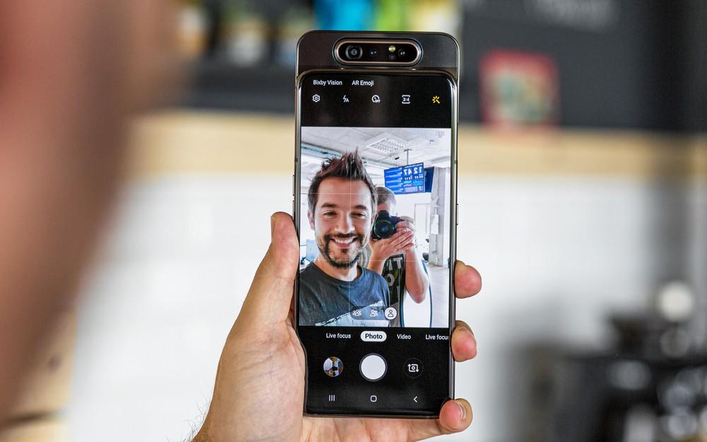 تسريب جديد يقول بأن الهاتف Galaxy A90 لن يحصل على كاميرا دوارة أو منبثقة