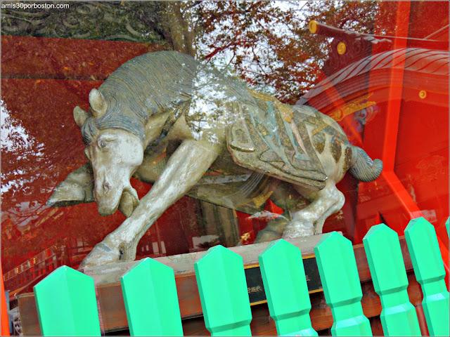 Escultura de Caballo en el Santuario Kanda Myojin