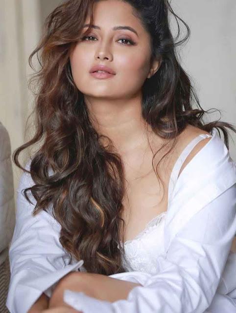 bigg-boss-contestant-rashami-desais-bold-and-beautiful-photoshoot