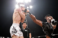 buakaw kicked his opponent face