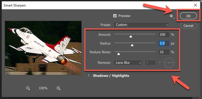 مربع خيارات مرشح Smart Sharpen في Photoshop ، مع العديد من أشرطة تمرير الخيارات.  اضغط على موافق للحفظ