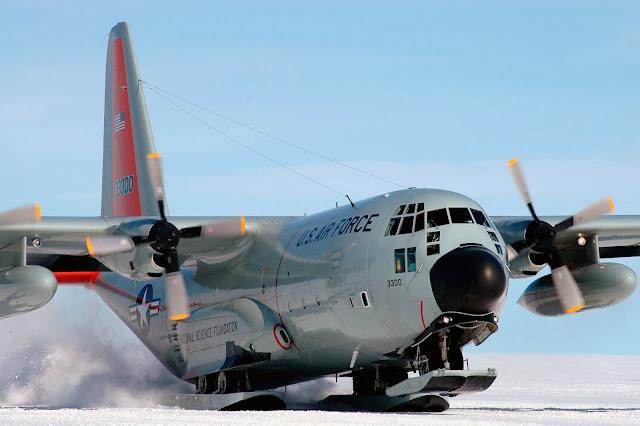 """El C-130 """"Hercules"""" que voló tras 17 años congelado en la Antártida"""