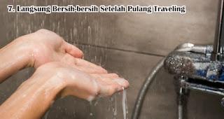 Langsung Bersih-bersih Setelah Pulang Traveling merupakan tips aman traveling di tengah pandemi