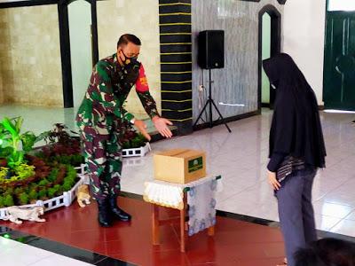 Puster TNI AD Salurkan Paket Sembako di Makodim Cianjur
