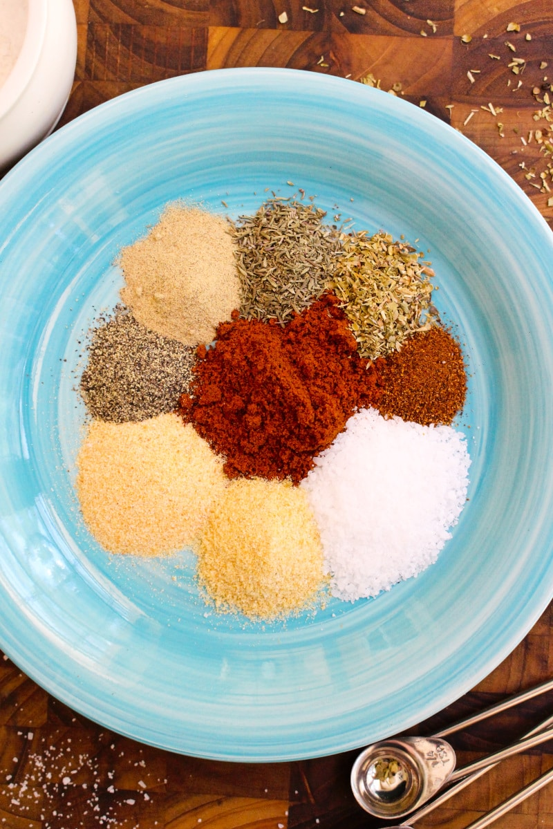 Cajun Blackened Seasoning can be made at home with a handful of simple spices. Use it to make blackened meats or to add a little kick to your everyday cooking! #cajun #blackened #spicemixes