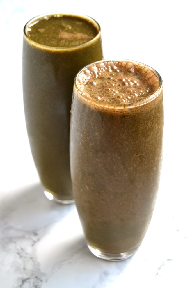 Hidden Greens Chocolate Banana Smoothie is ready to drink in two minutes and is perfect for picky eaters who are not the biggest fan of greens! www.nutritionistreviews.com