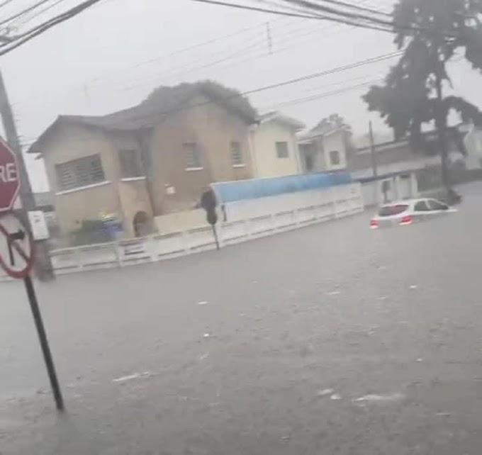João Pessoa registra forte chuva e vários pontos de alagamento no Centro; veja fotos