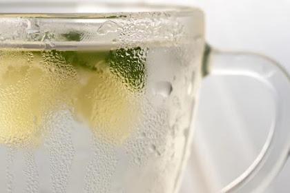 Mengapa Bagian Luar Gelas Air Dingin Menghasilkan Embun dan Air ?