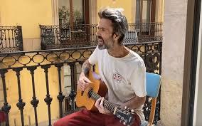 El arte de luto por el fallecimiento de  Pau Donés, vocalista del grupo Jarabe de Palo