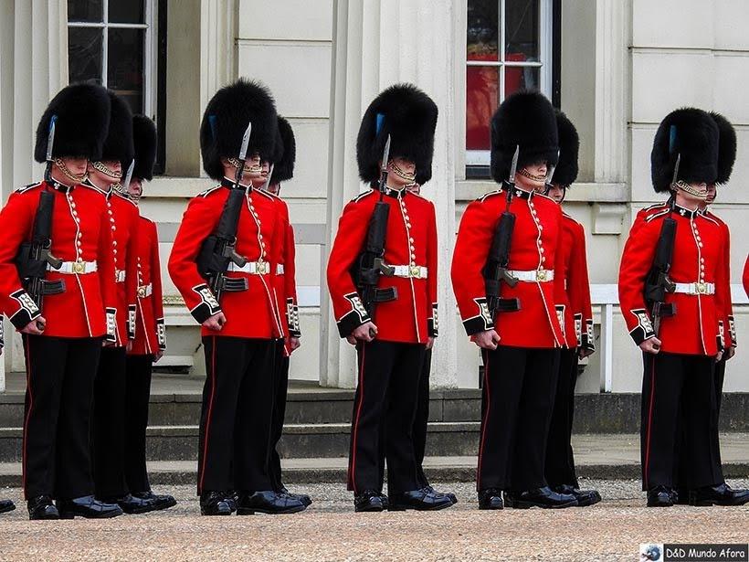 Guardas reais britânicos - Troca da guarda em Londres